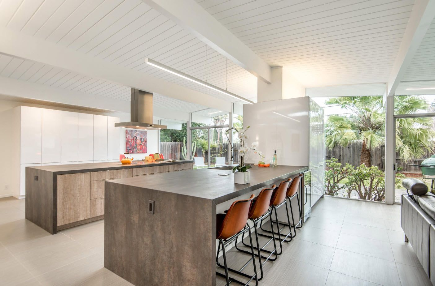 Gorgeous modern design of the large kitchen space at the first floor of the kitchen