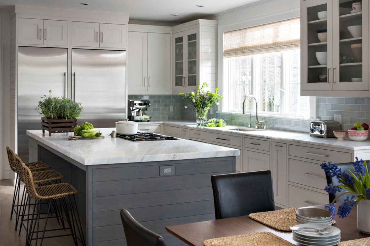 40 Square Feet Kitchen Modern Design Ideas & Layout Types. Dark bottom and light top of the furniture