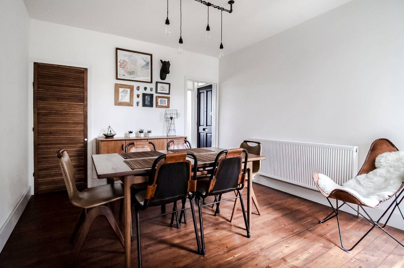 Home office ata the cottage with dark wooden chairs and wooden floor trimming