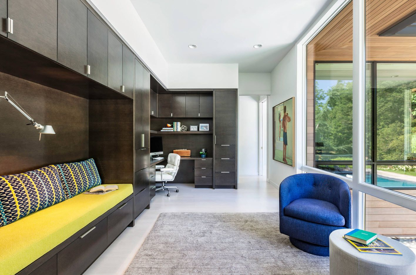 Modern Cottage Interior Design Tips. Trends and Features 2017. restrained black furnitue for the narrow living room
