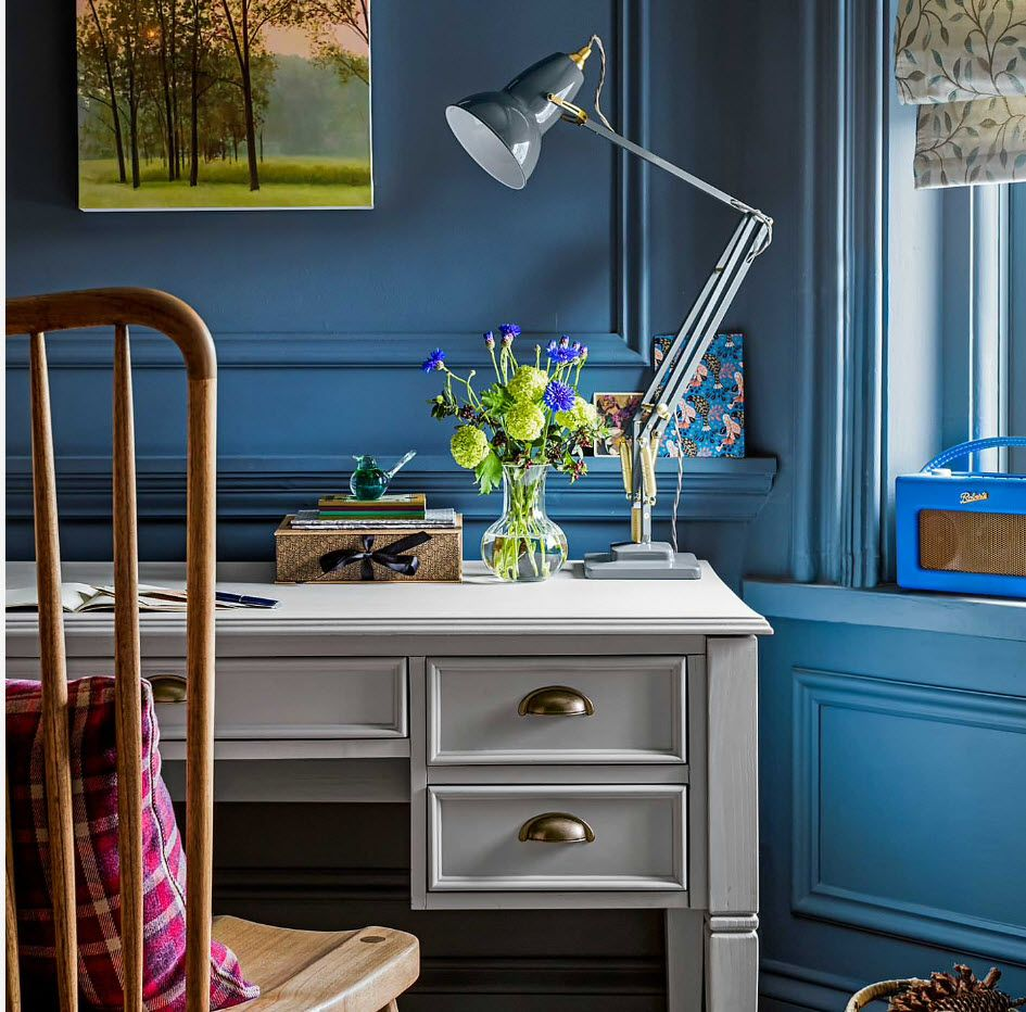 Classic bright design with blue painted walls in the home office 2017