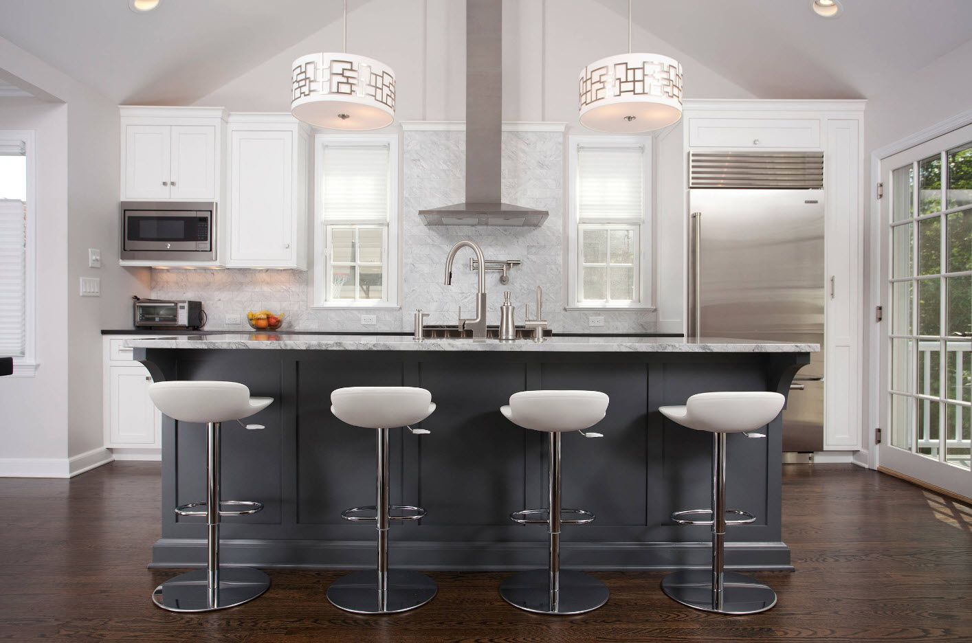 Elongated kitchen island with set of chairs