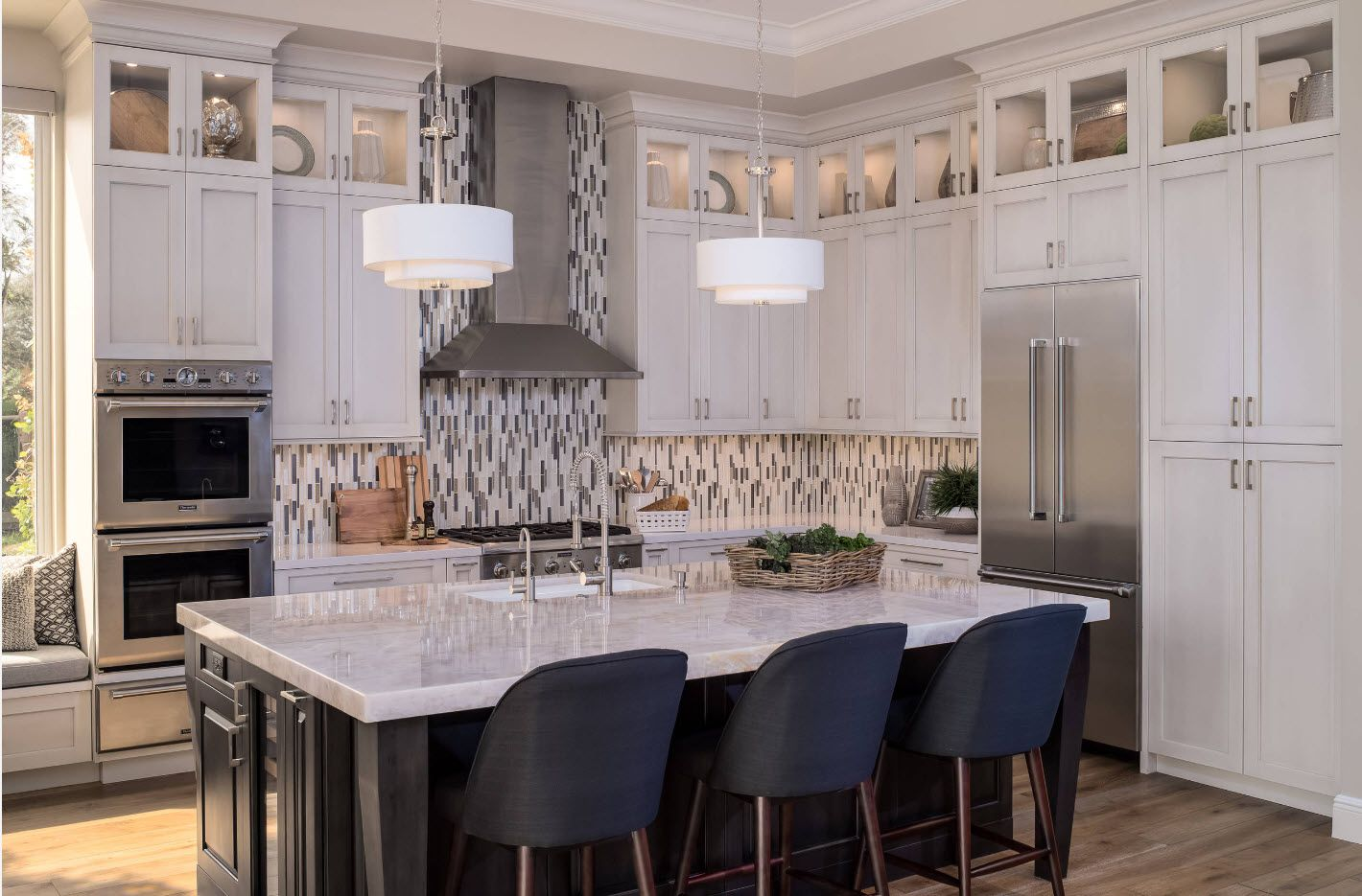 Nice rustic style in the modern large kitchen with fully equipped dining group