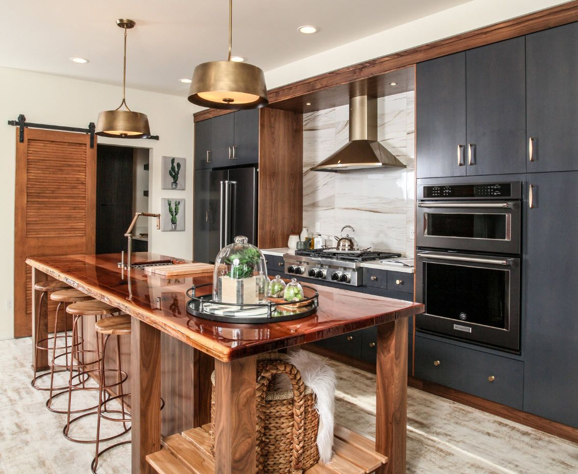 Wood, gold and glance at the modern hi-tech kitchen