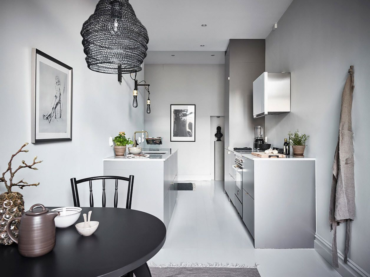 Nice steel facades and borders in the minimalsitic design of the kitchen