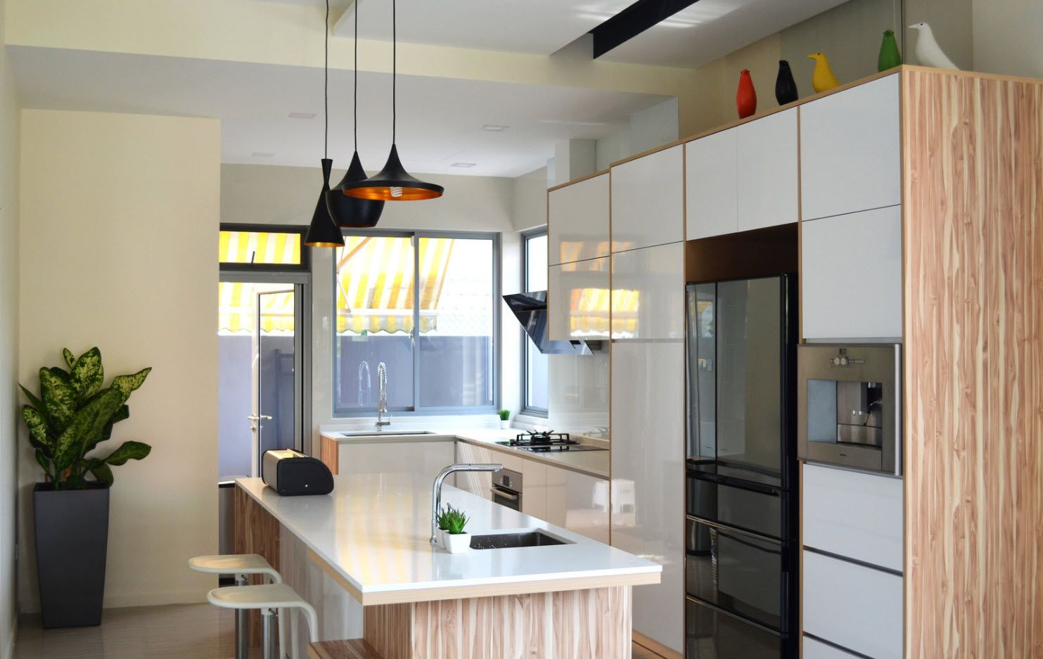 40 Square Feet Kitchen Modern Design Ideas & Layout Types. Modern stylistic and gray chandaliers