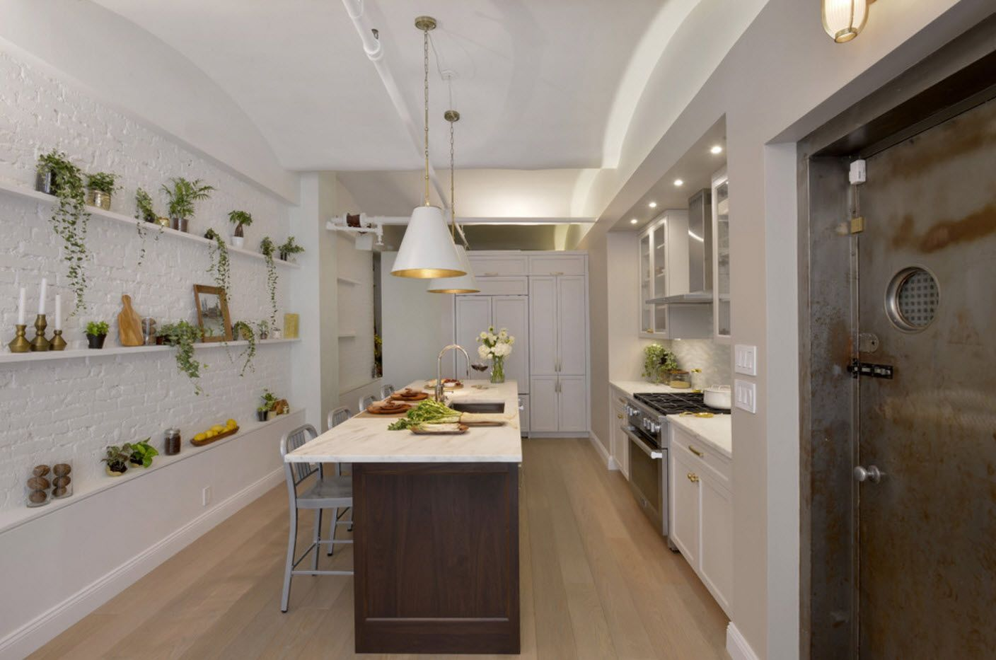 Patel colors and natural plants in the modern kitchen