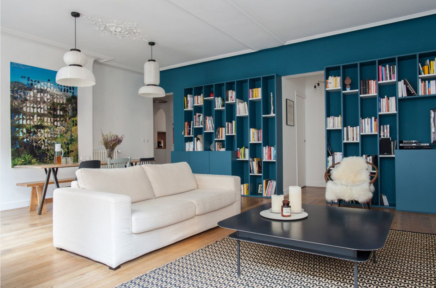 Marine style touch of the living room with deep blue tint of book shelving