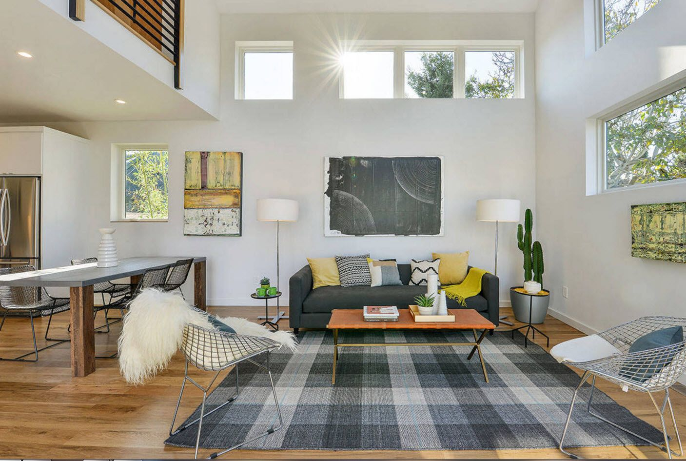 High ceiling in the coridla atmosphere of the classic living room design