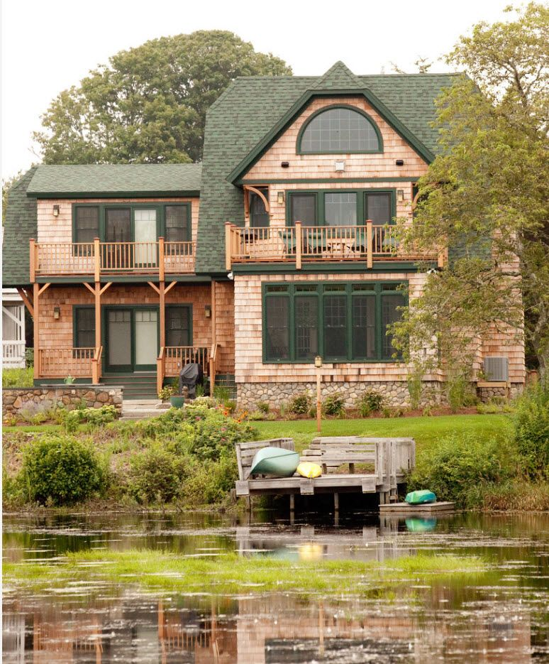 Spectacular three-storey mansion on the river shore