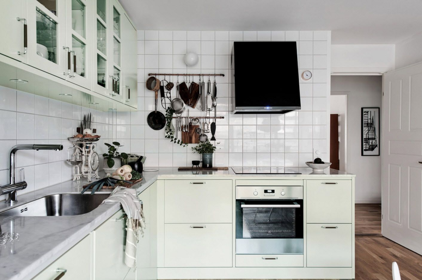 100+ Photo Design Ideas of Modern, Comfortable IKEA Kitchens. Conventional glossy tiles for spashback