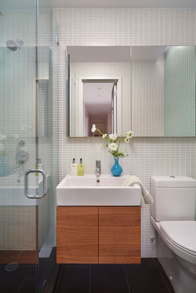 Nice classic bathroom design with mirror, accent vanity and glass partition for the shower
