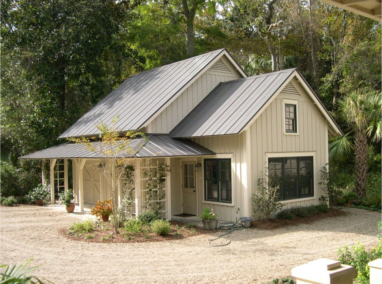 100+ Private House Roofs Beautiful Design Ideas. Typical gable roof of the American country style cottage