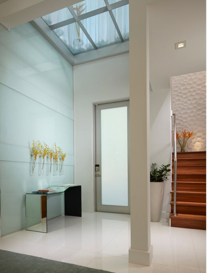 Modern entrance of white and pastel decoration