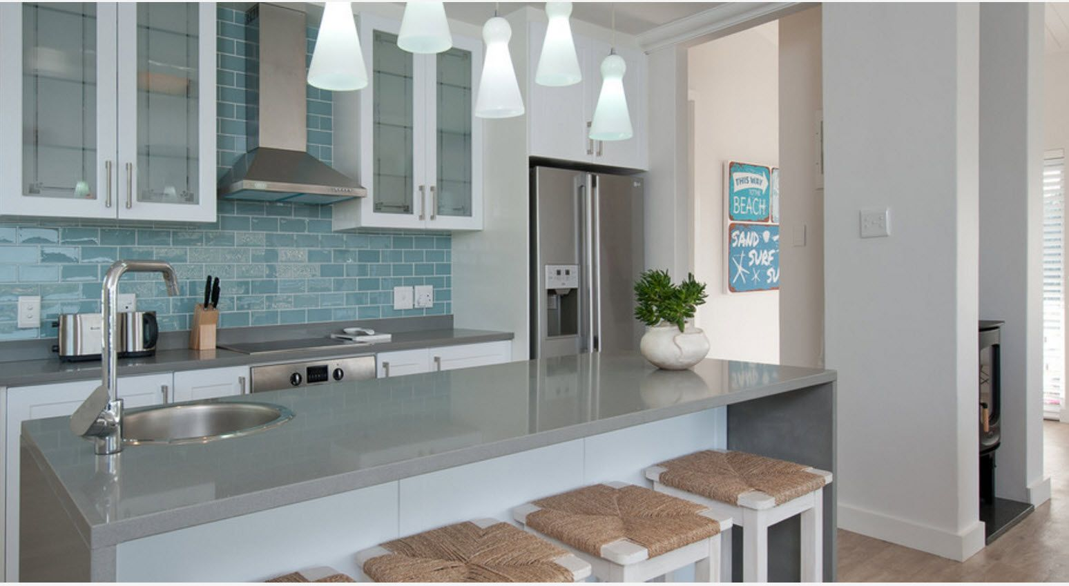 Win-win light design of the kitchen with plenty of artificial and natural light