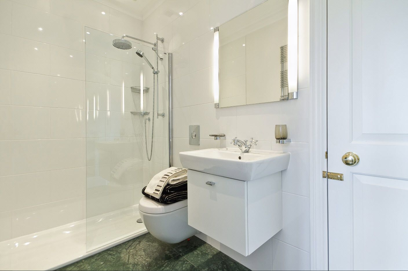 Hovering vanity with rectangular sink