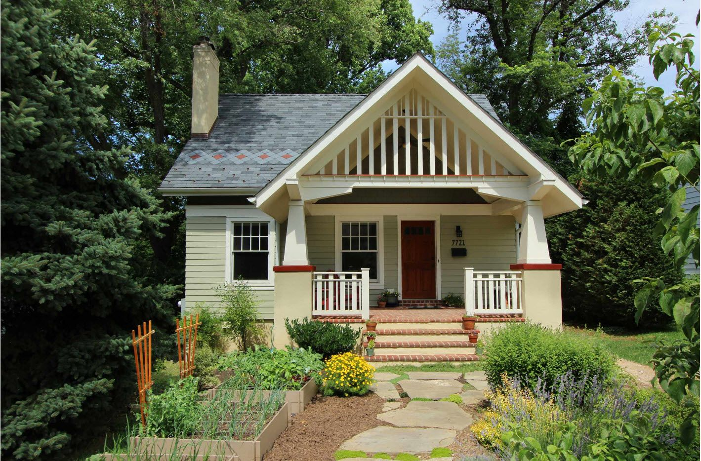 Nice silent European house style with latticed roof arch and porch