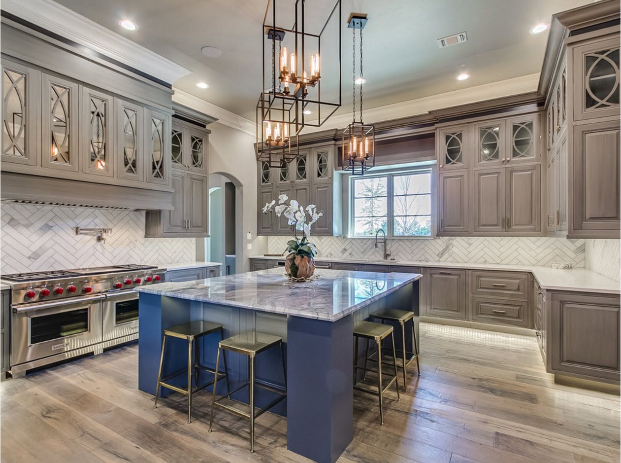 Gorgeous and pompous design of the classic large kitchen in light tones