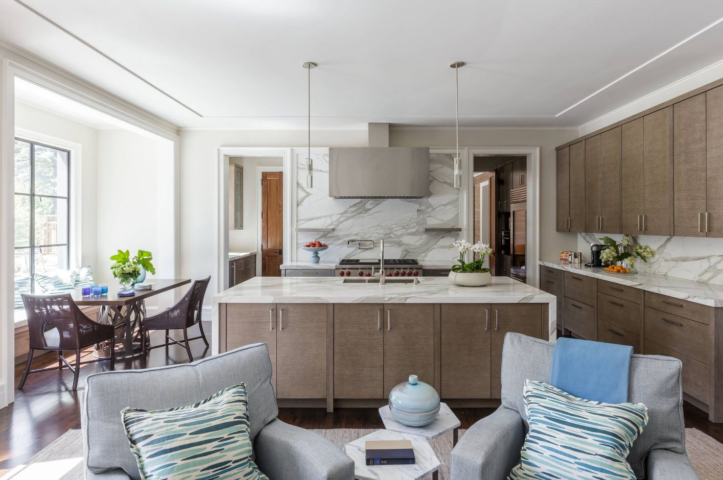 100+ Photo Design Ideas of Modern, Comfortable IKEA Kitchens. Color mix in the open layout studio room