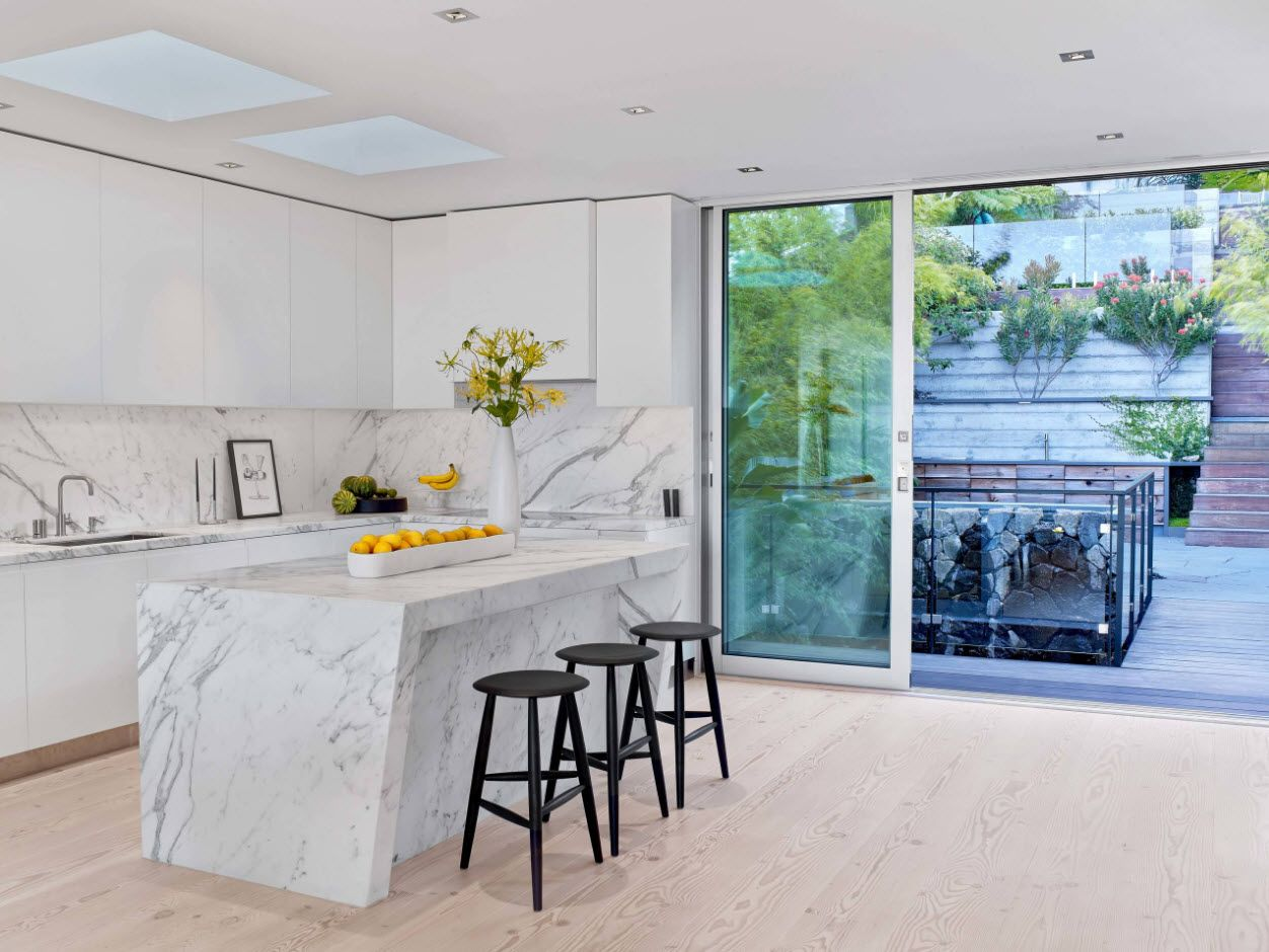 Panoramic windows and skylight at the studio kitchen in contemporary style