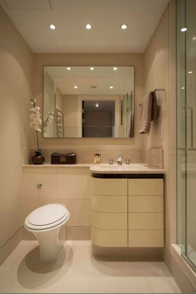 Large mirror in the pastel colored bathroom