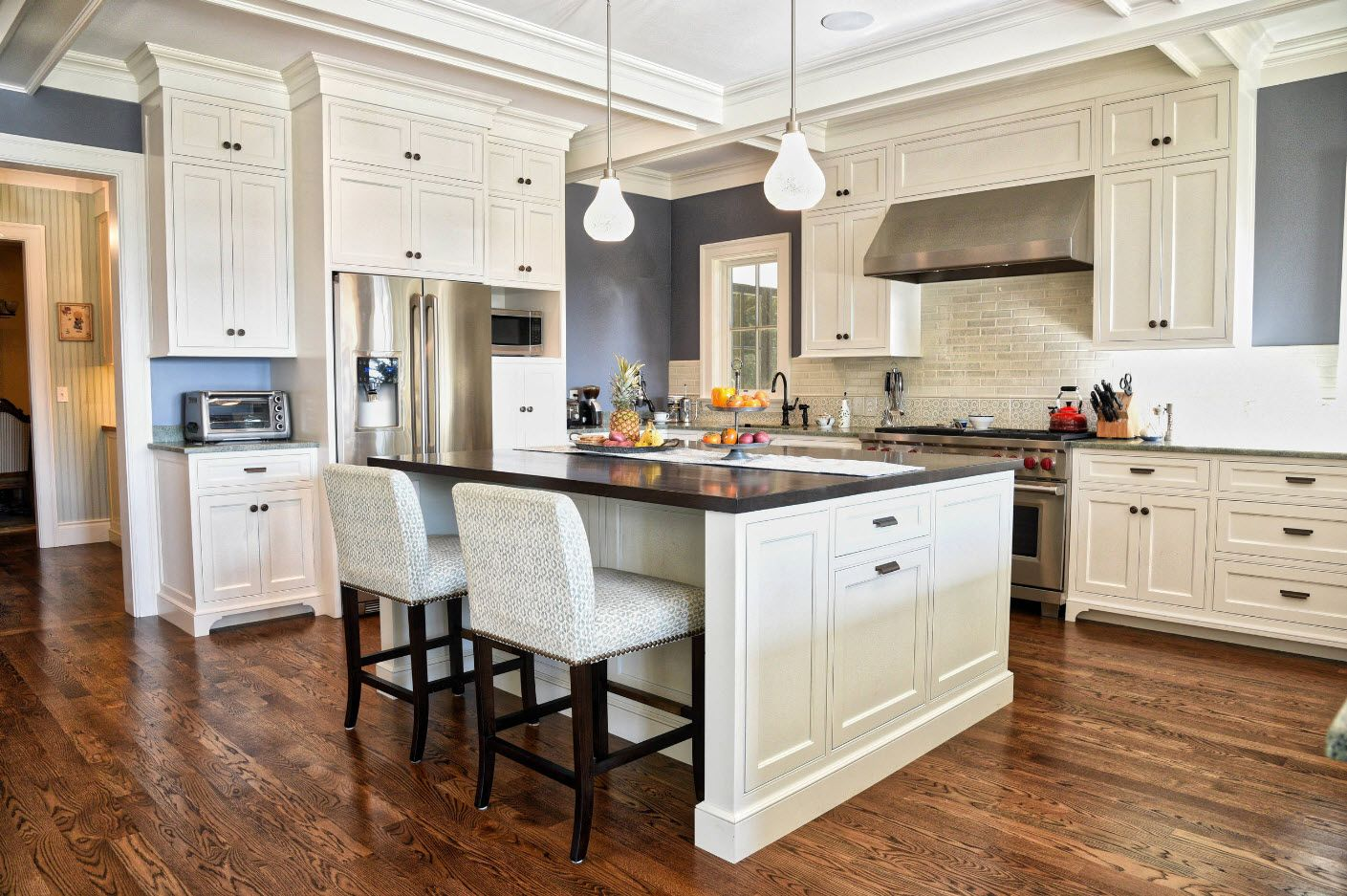 Classic Victorian style interior with kitchen island