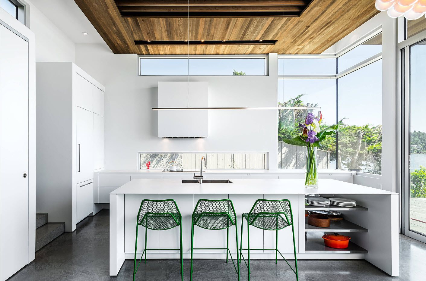 Nice wooden ceiling in the open layout of the kitchen with panoramic perimeter windows