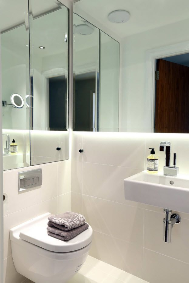Nice mirroring atmosphere of the small bathroom