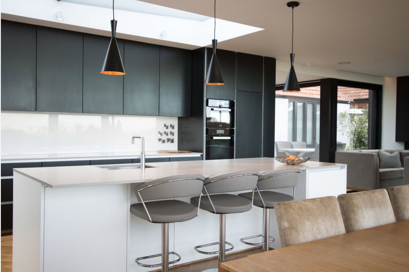 Dark and gray intermixing of colors and styles in the modern kitchen