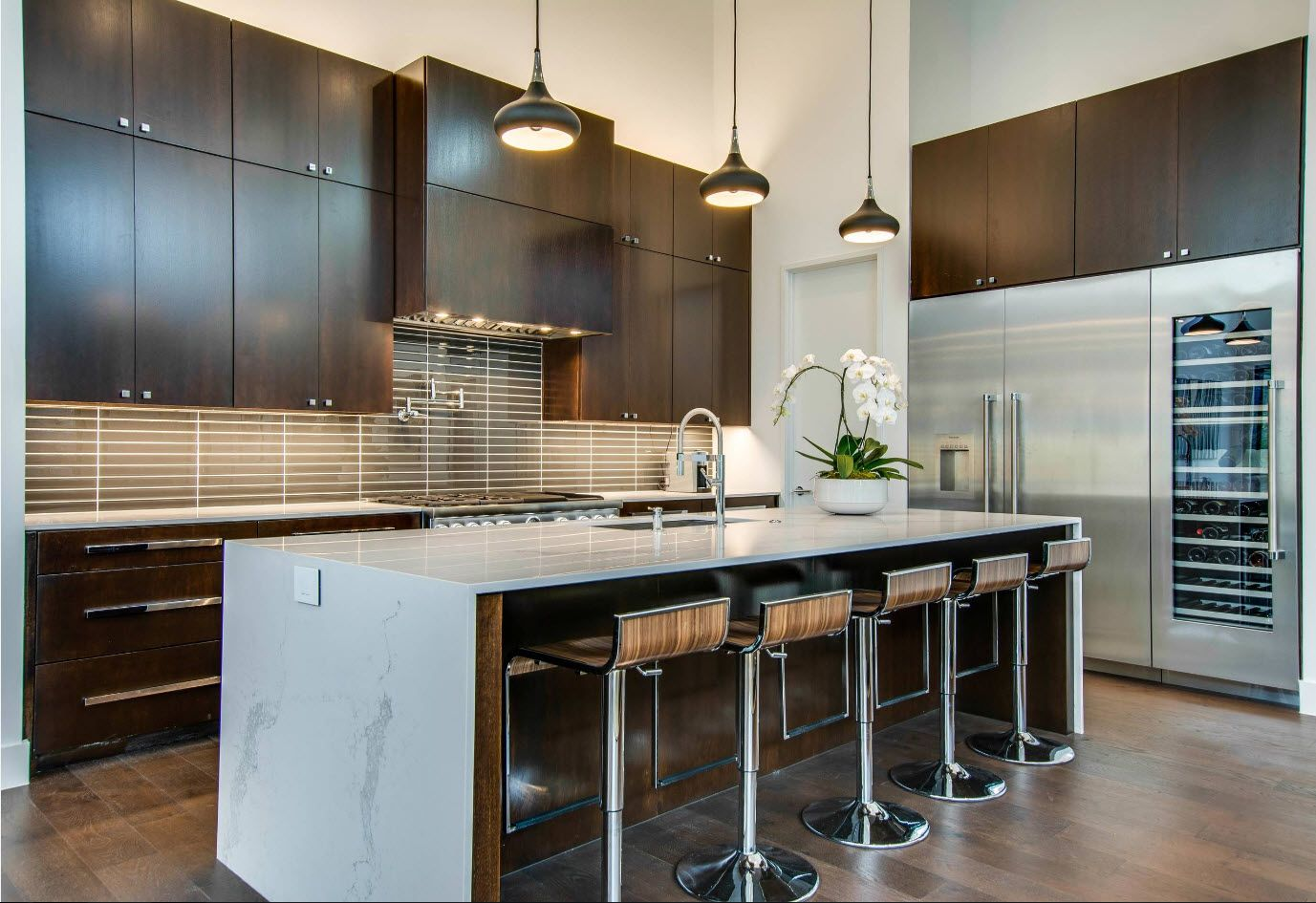 100+ Photo Design Ideas of Modern, Comfortable IKEA Kitchens. Large dining group with bar stools