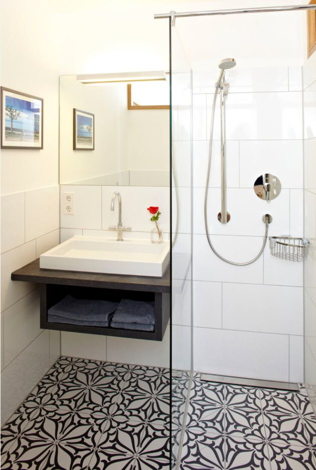 Small albeit functional bathroom space with whoer cabin of glass with large tiles