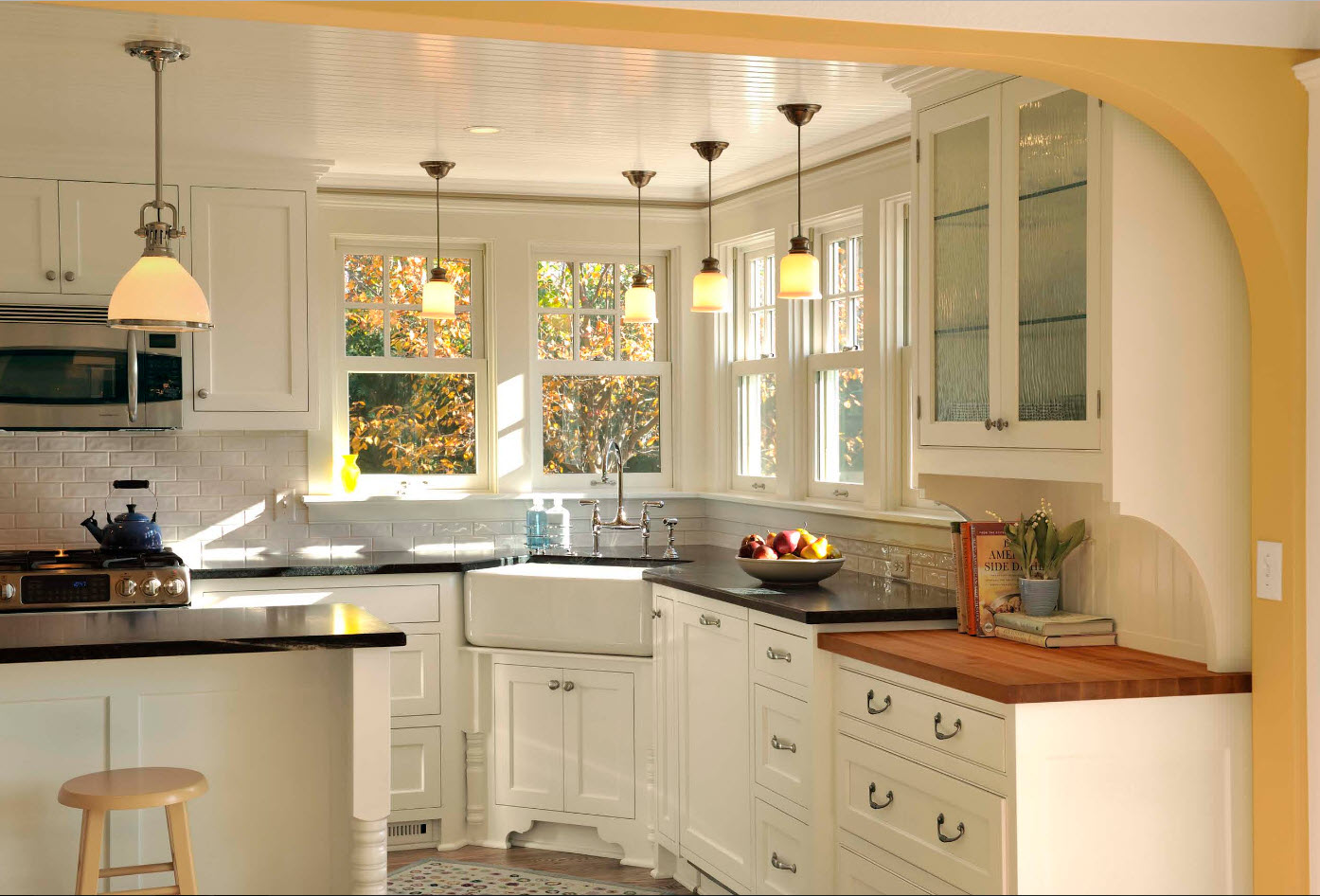 Angular Kitchen Layout Design Ideas 2017. Classic setting and couple of windows