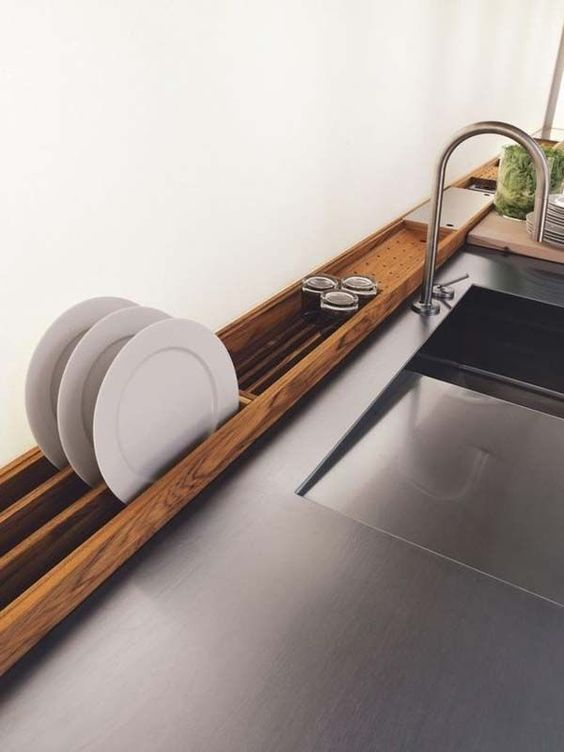 Original wooden plate holder at the tabletop