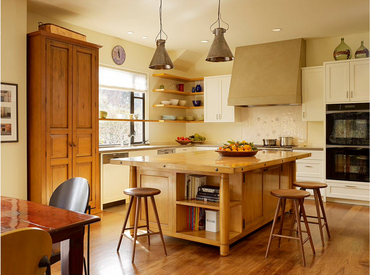 Natural materials to finish the kitchen and island