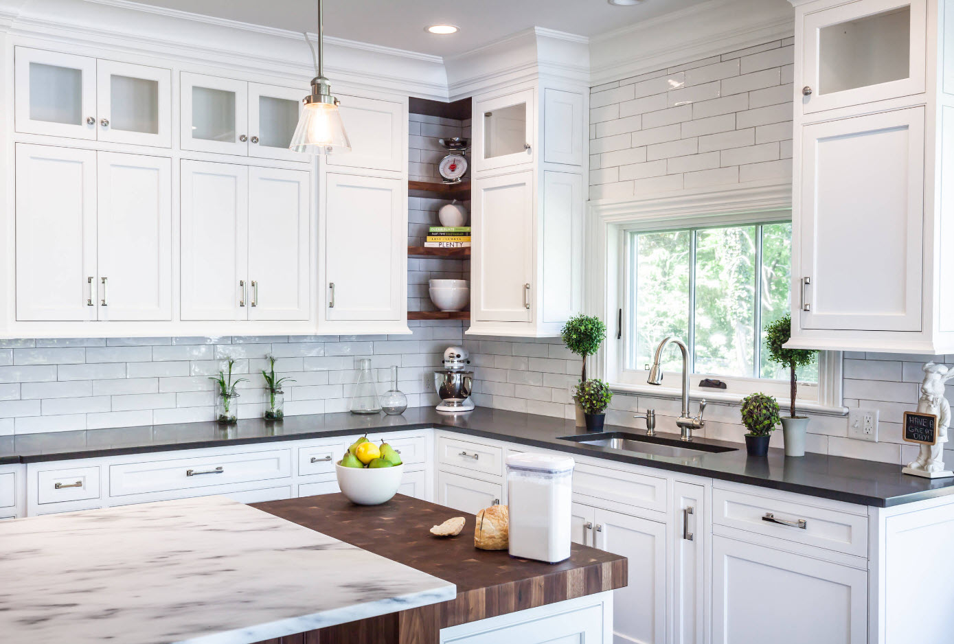 The angular design of the kitchen: the pros and cons 2