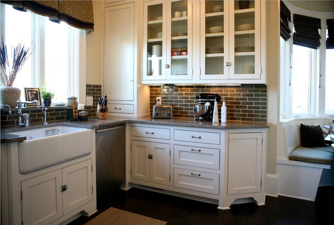 White l-hsaped kitchen with nice brickwork imitating backsplash
