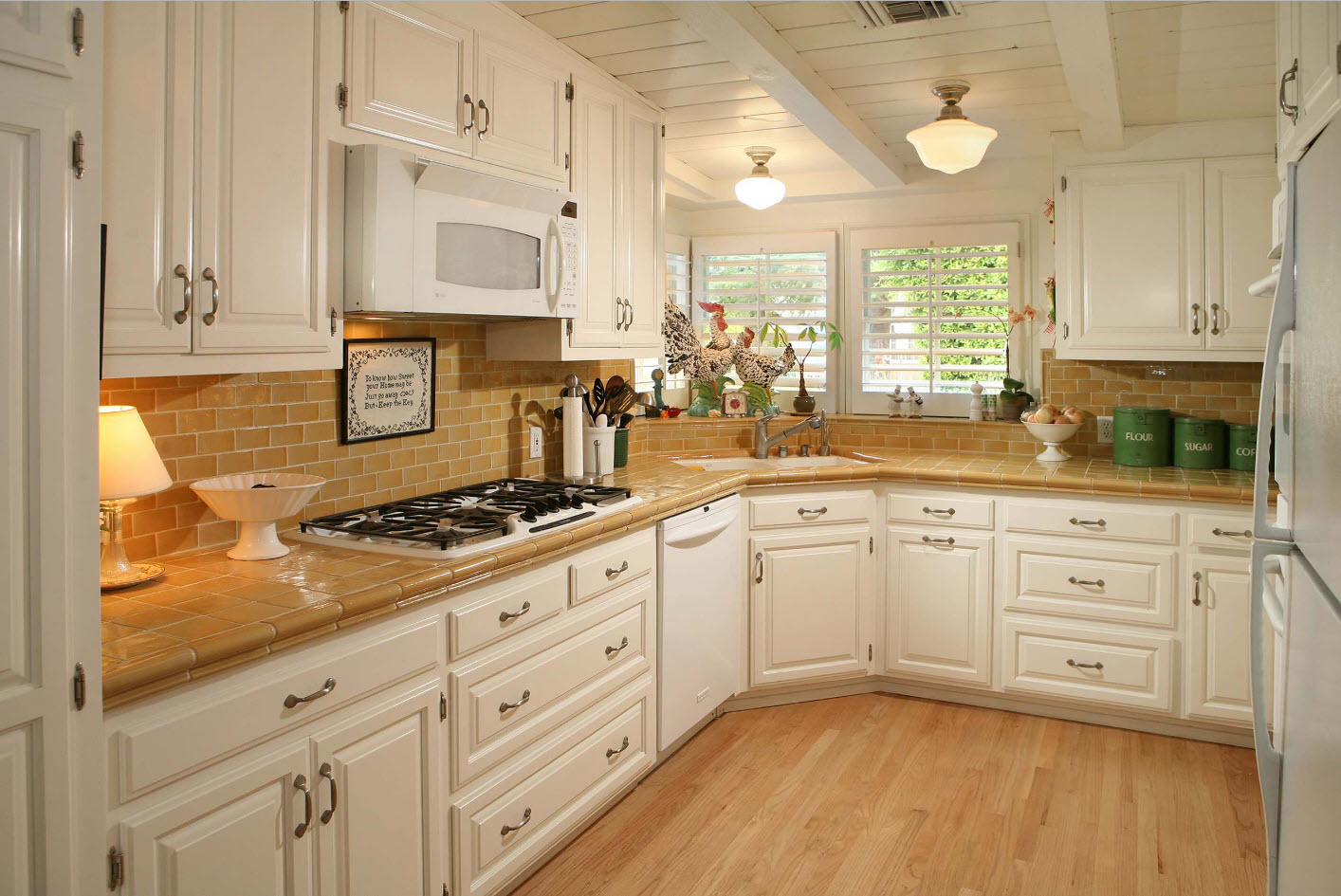 Angular Kitchen Layout Design Ideas 2017. Non-standard geometry requires special furniture