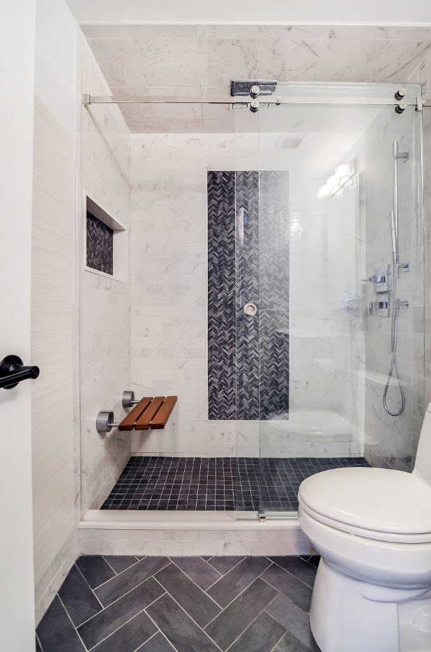 Contrasting dark purple mosaic inlays in the bathroom