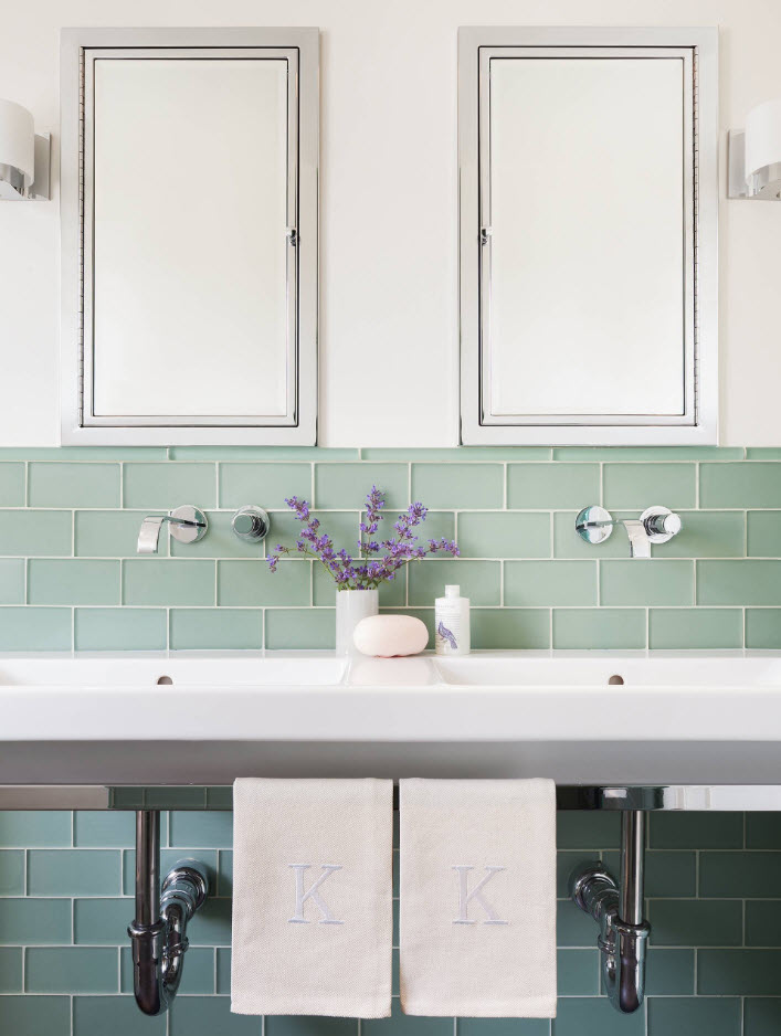 Glass tile and the spectacular splashback of it at the sink