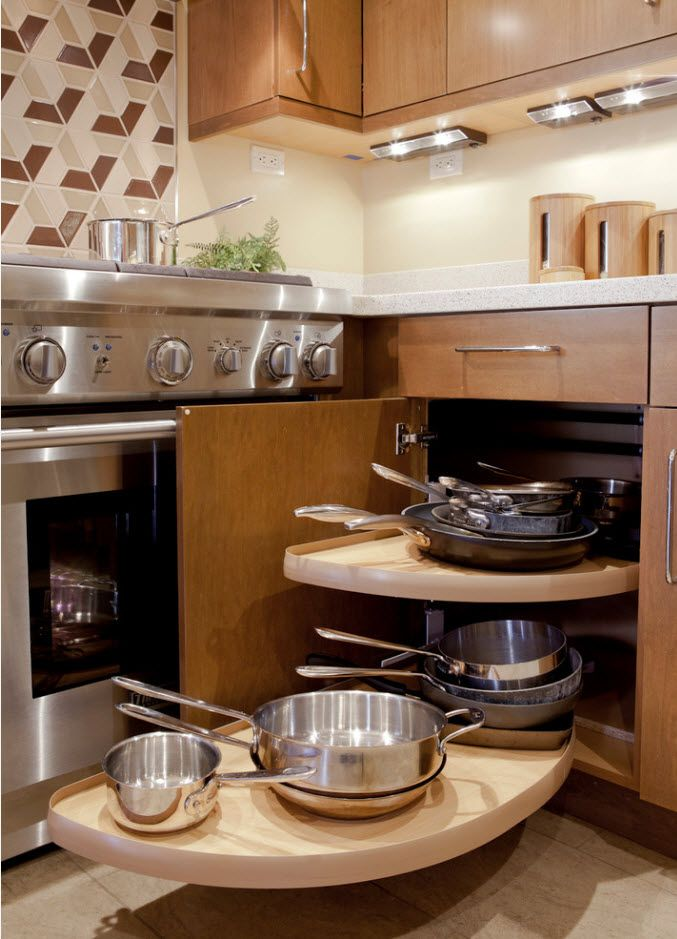 Nice solution for frying pans other cutlery in the bottom drawer of the kitchen set