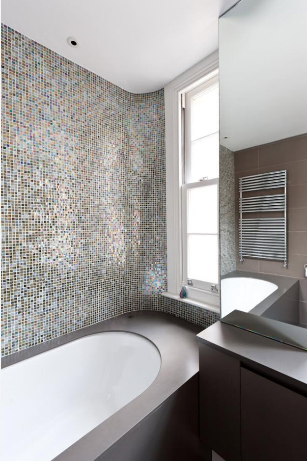 Shallow gray mosaic at the accent wall looks noble and solid