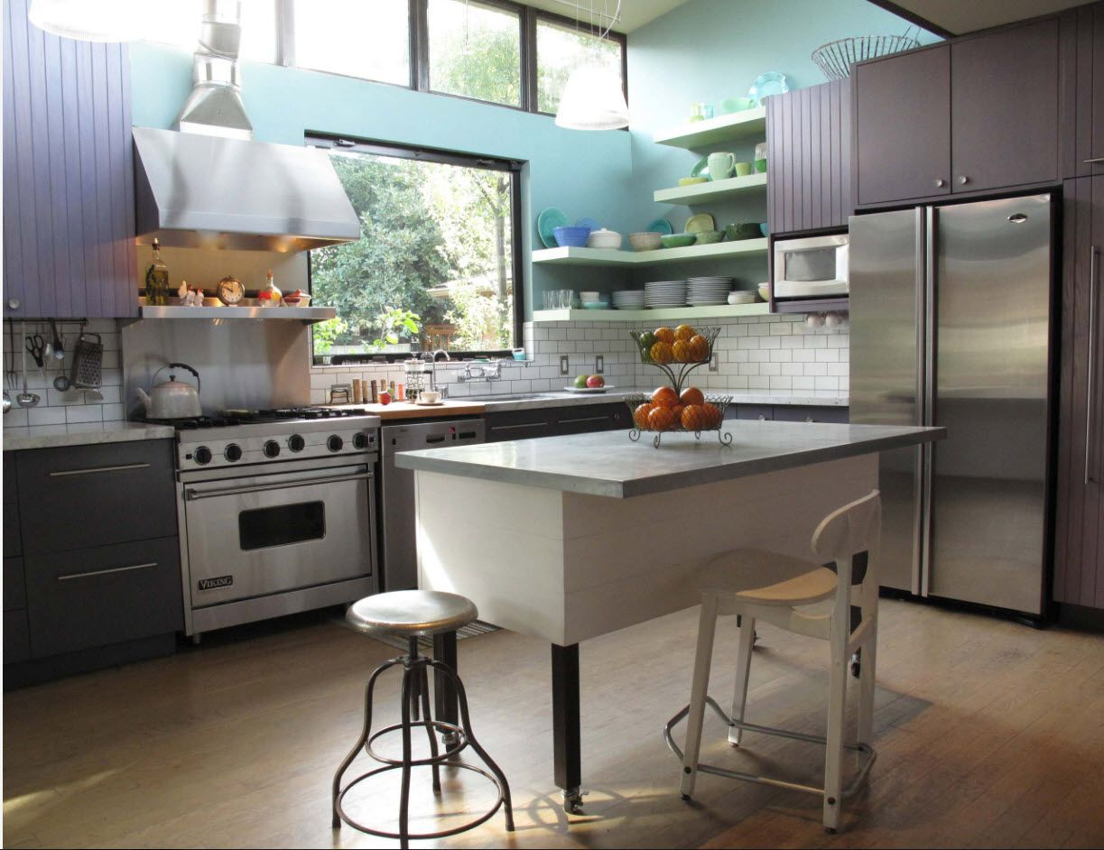 Stainless steel hi-tech l-shaped design in the spacious kitchen with double light