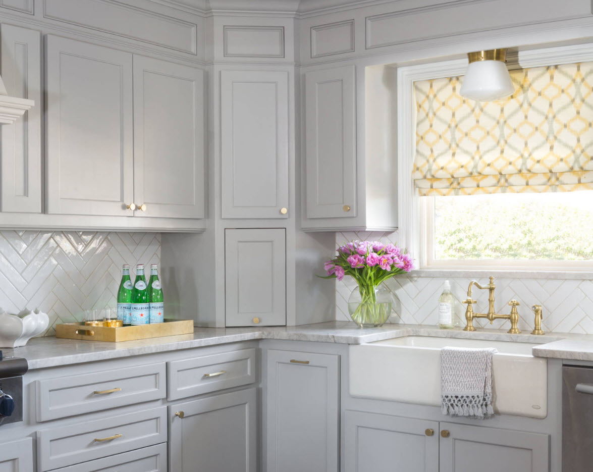 Gorgeous white matted furniture facades of the l-shaped kitchen design