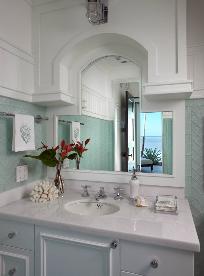 Classic setting with the turquoise oainted walls and dome arch above the mirror