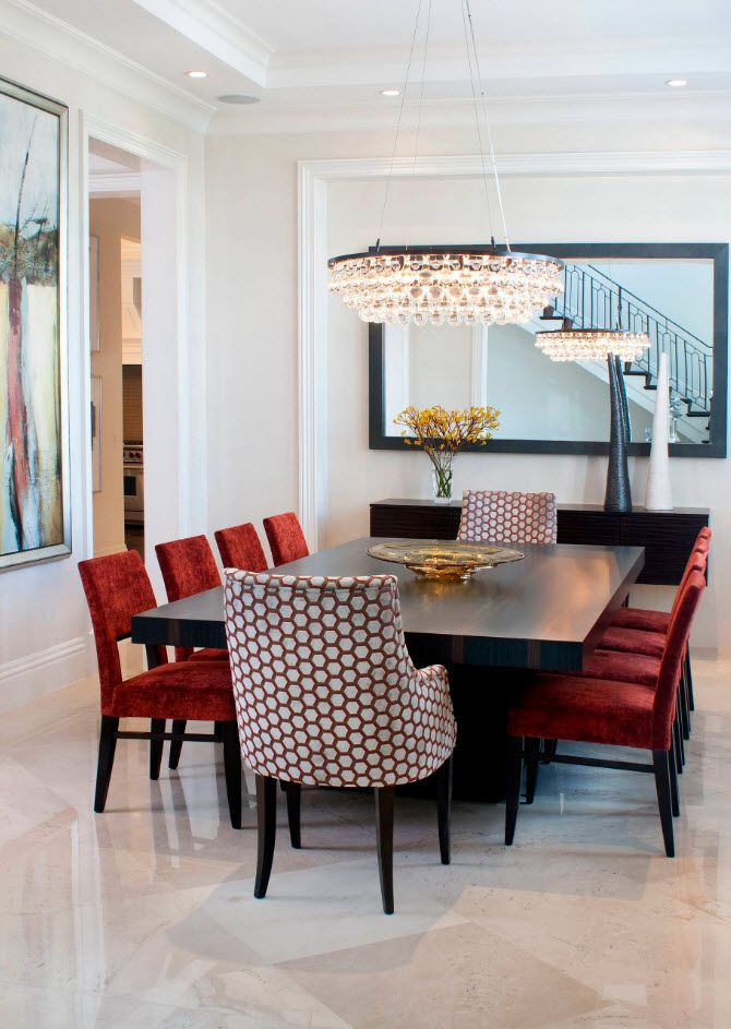 Large space for the dining zone with red upholstered chairs