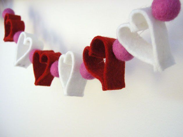 Red and white hearts-garland of cloth
