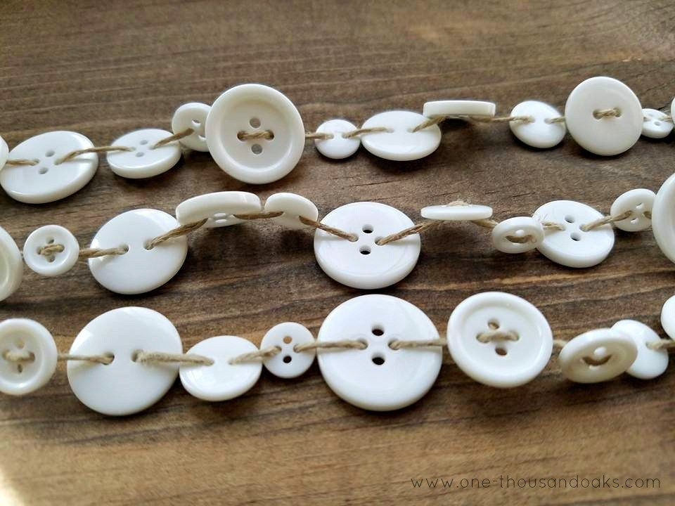 Spare buttons turn into fashionable diy garland