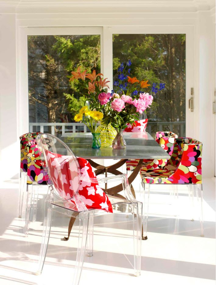 Eco bright motif for the small improvised dining space near large window