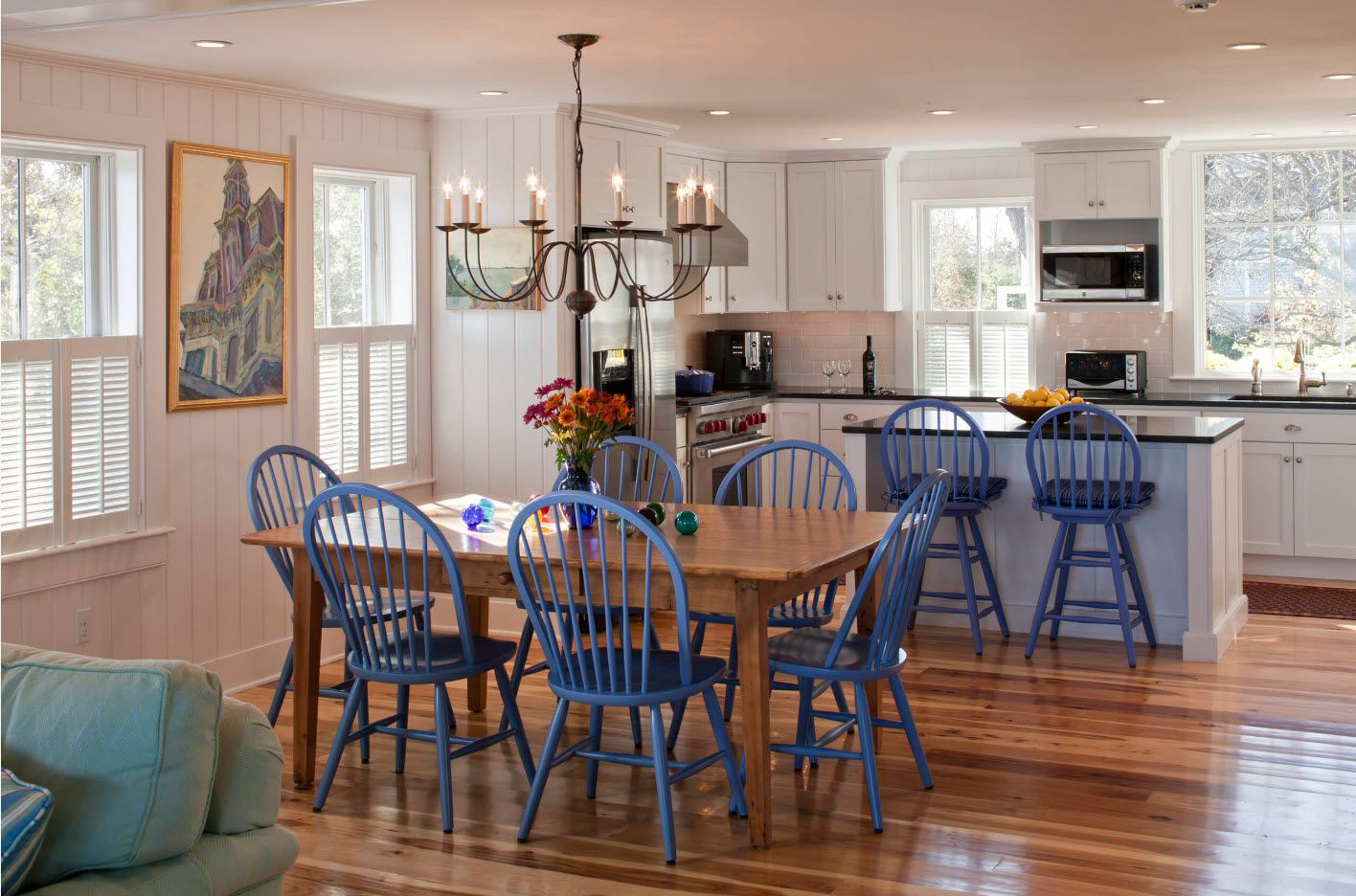 Blue stools of the classic designed dinign with wooden finished interior