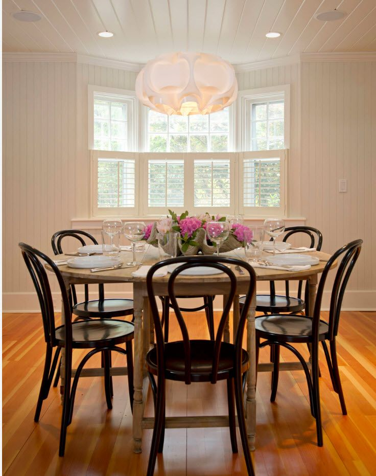 Dining room with natural laminated floor and wooden materials for dining group
